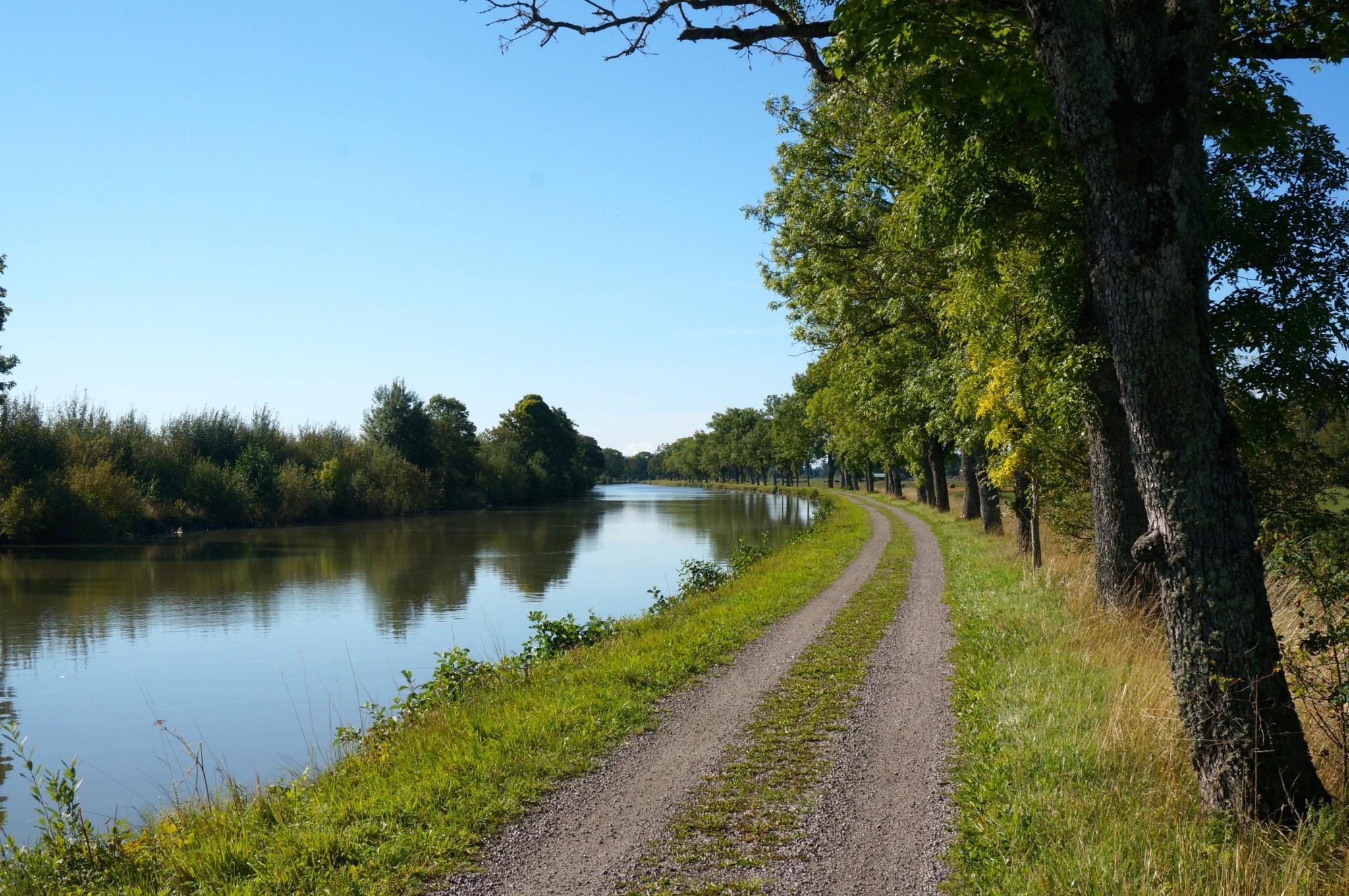 Cykelväg längs Göta kanal