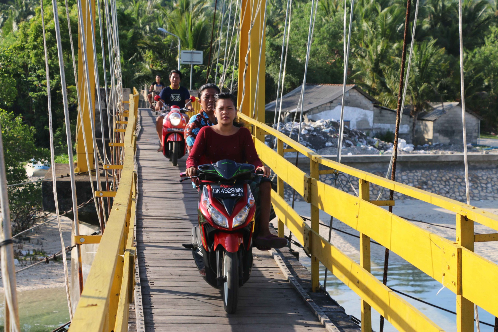 yellow bridge bali © Patrik Thunberg 2016