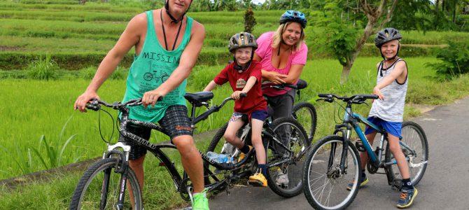 Med cykel på Balis landsbygd