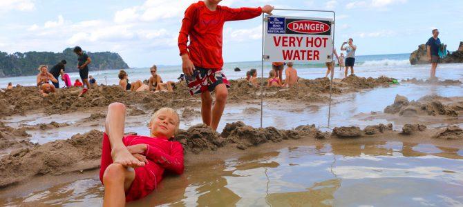 Hot water beach – Om när vi byggde egna pooler på stranden